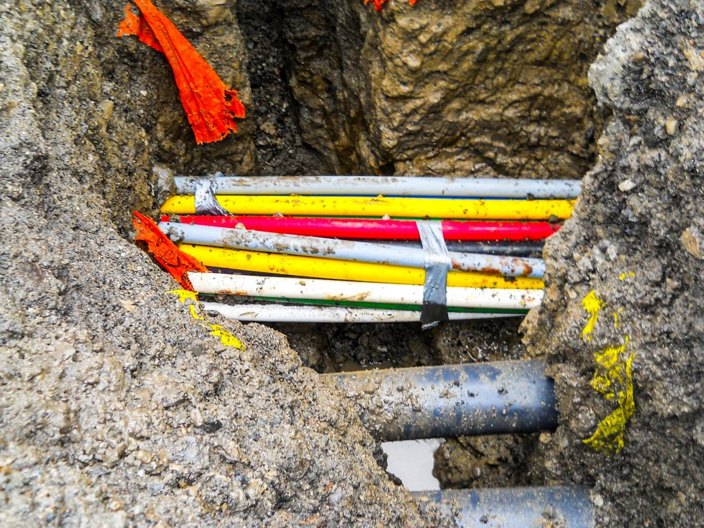 Utilities should be exposed when information on their precise horizontal and vertical position is required to safely carry out a project.